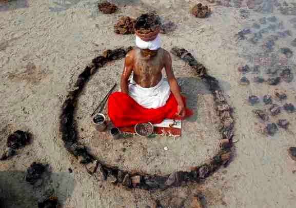 HOLY MAN - SADHU HOLY MAN - INDIA - MAGIC - RITUAL