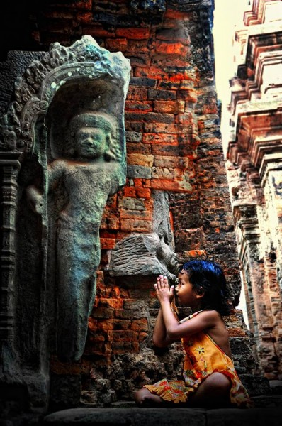 buddhist girl praying
